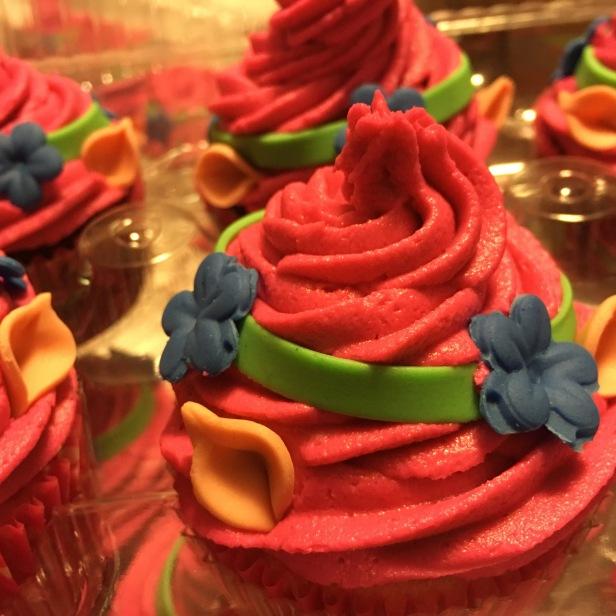 Troll details birthday cupcakes